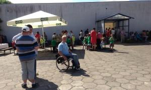 Festyn jak co roku odwiedziły dzieci z miejscowych przedszkoli, uczniowie SOSW, uczestnicy zaprzyjaźnionych placówek wspierających osoby niepełnosprawne